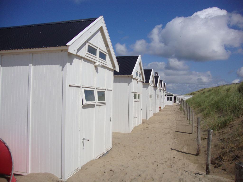 strandhuisjes_rij_wit